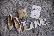 Wrzosowy ślub M&M i rustykalne dodatki – reportaż fotograficzny w Jurajska Perła