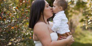 Letnia sesja ciążowo-rodzinna Małgorzaty – plenerowa magia.