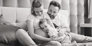 Fotografie lifestyle w domu – sesja rodzinna i ciążowa z dojazdem w Częstochowie.